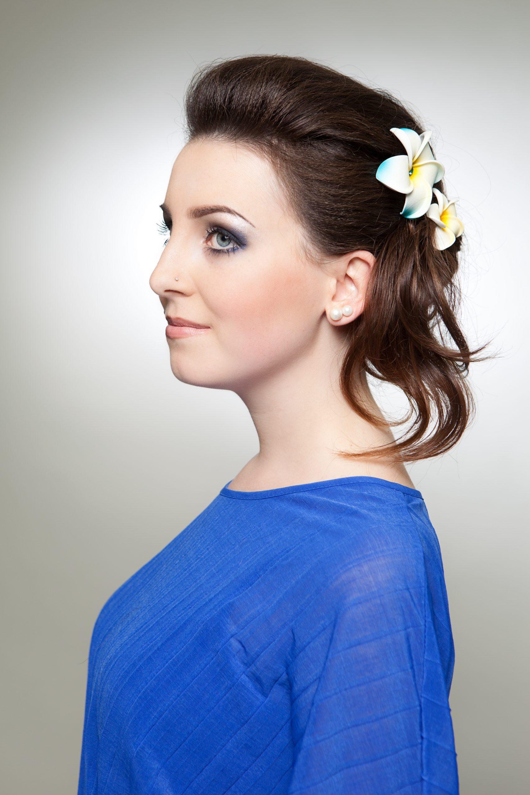 Ob mit farblich abgehobenen Bobby Pins (gewöhnlichen Schiebespangen), verschiedensten Haartüchern, Blumenkränzen oder auch Haarbändern lässt ... - MG_8174
