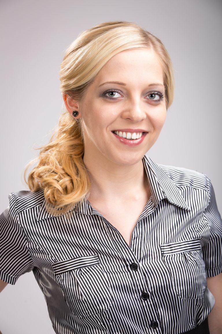 Diy-Frisur-Pferdezopf-how-to-selber-machen-KLIPP-Frisör-Friseur-Büro-Frisuren