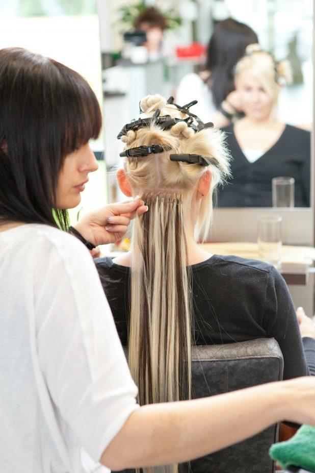Haarverlängerung in Arbeit