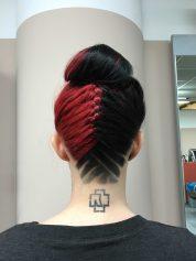 KLIPP Frisörin Kerstin trägt ihr Hair-Tattoo zu Dutt und geflochtenem Haar. ©KLIPP