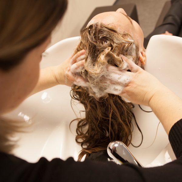 Waschen Kopfhautreinigung Yelasai Kopfhautpflege KLIPP Frisör Friseur