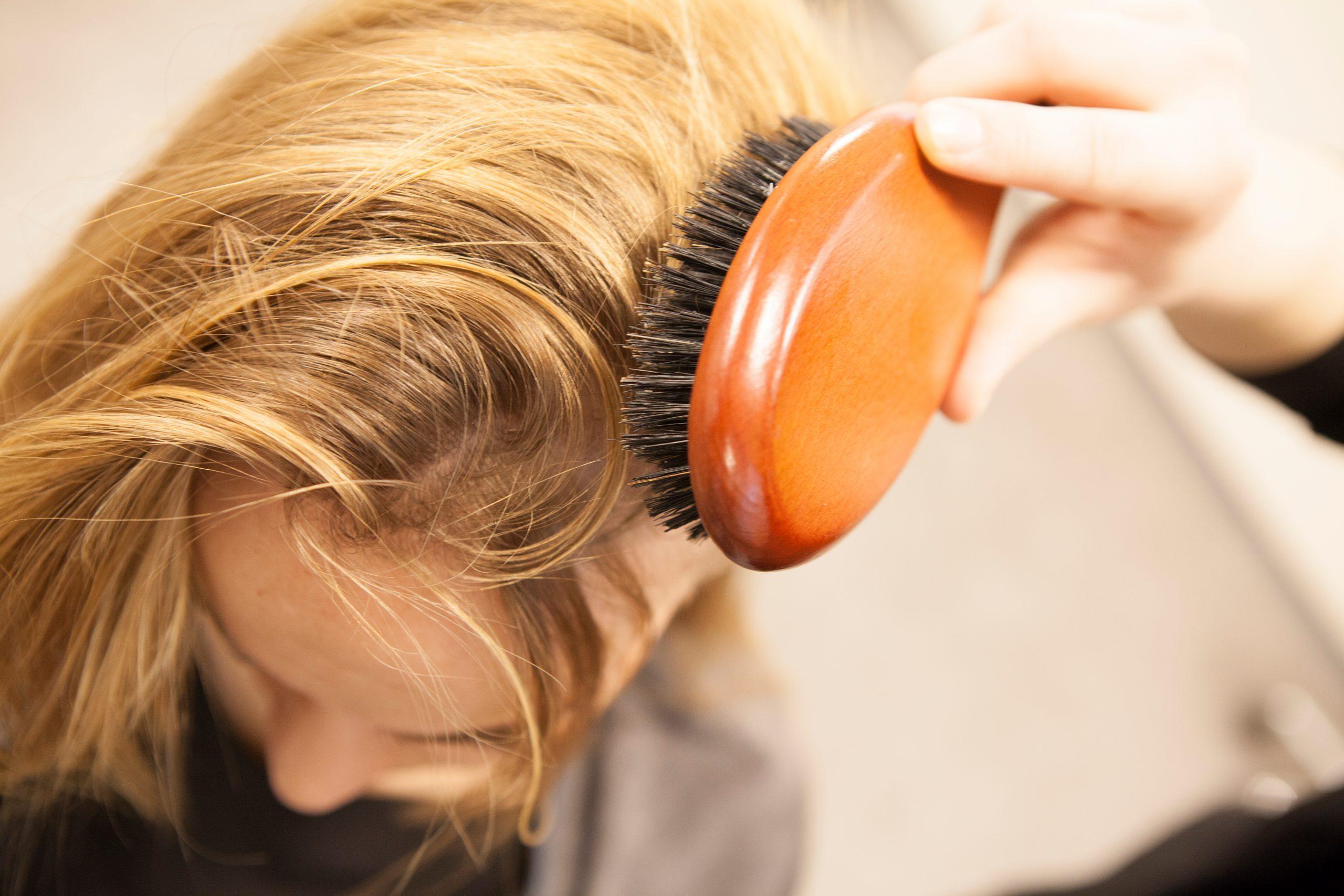 Bürstenmassage Kopfhaut Durchblutung Yelasai