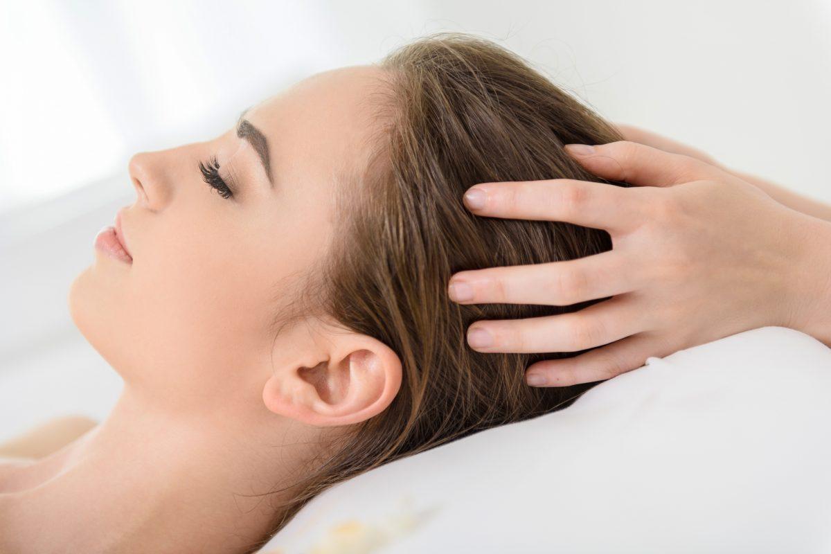 Kopfhaut, massage, kopfhautmassage, kopfhautprobleme, yelasai, gesunde Kopfhaut, kopfhautprobleme, Bürsten, Haare bürsten, Haarbürste