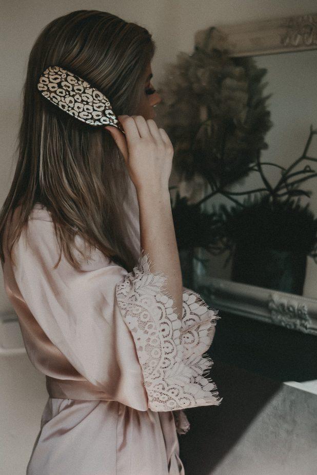 Haare-bürsten-jennyloveslove-bloggerin