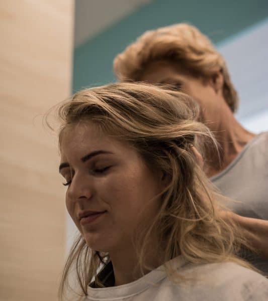 """Aus diesem Grund habe ich mir eine Licht-Therapie """"Wohlfühl-Deluxe"""" bei den Kopfhautspezialisten von Klipp gegönnt. Um meiner Kopfhaut etwas Gutes zu tun -und um ich später nicht zu ärgern, dass ich früher mit der Kopfhautpflege anfangen hätte sollen."""