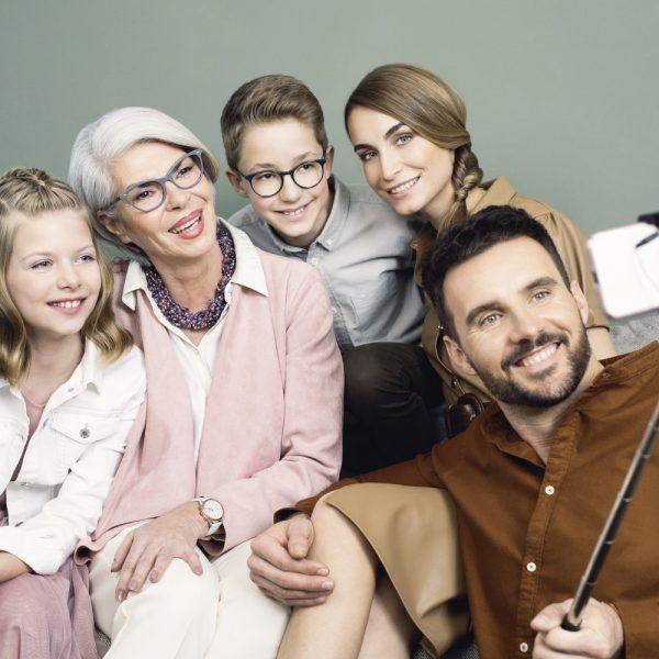 Familie-Klipp-Frisuren-Männer-Kinder-Frauen