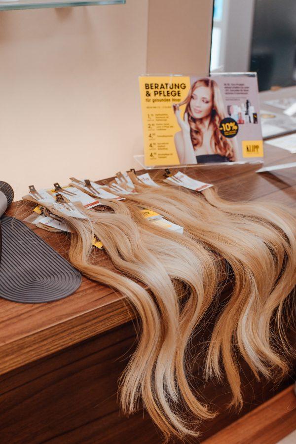 Haarverlängerung-bei-KLIPP-Extensions-Tape-Ins
