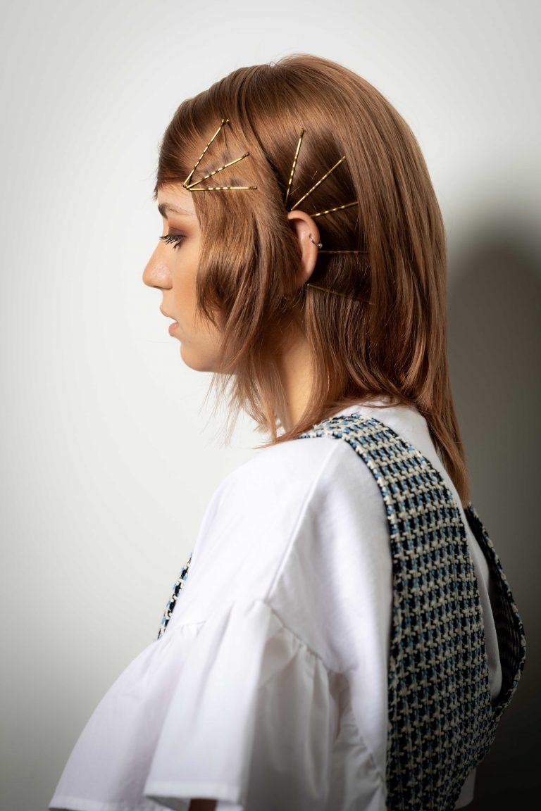 Mittellange-Haare-Glatt-gestuft-Frisur